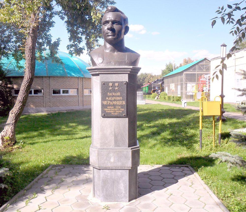 Памятник Василию Макаровичу Чердинцеву
