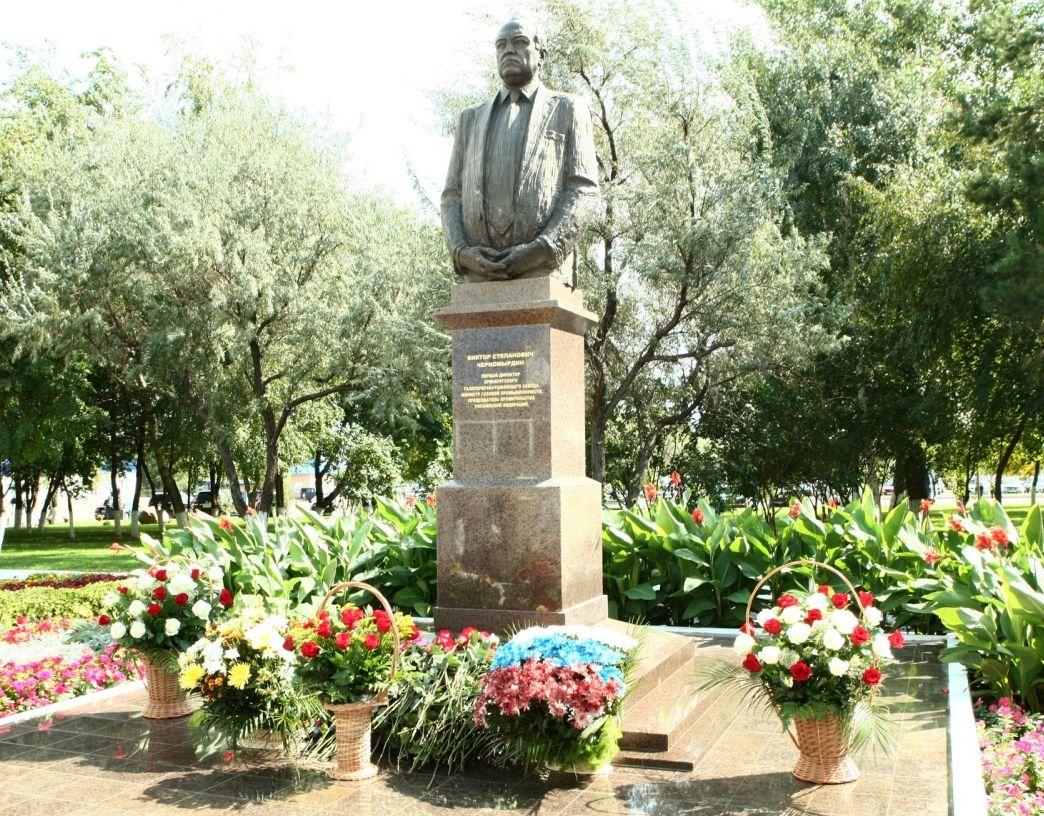 Памятник Виктору Степановичу Черномырдину