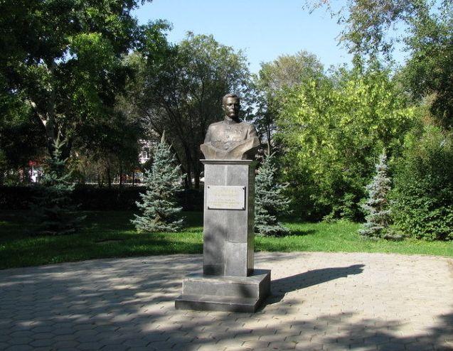 Памятник А.И. Родимцеву